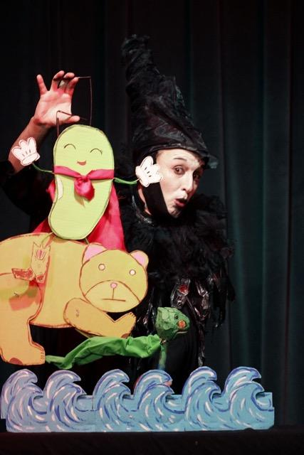 Toybox Theatre (Keith Shubert) performing a puppet piece about Bean & Bear's trip to LEAF - April 2017